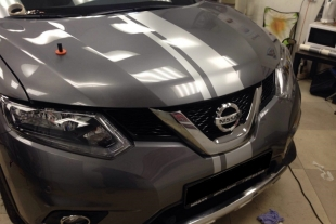 Nissan X-Trail поклейка полос через весь кузов